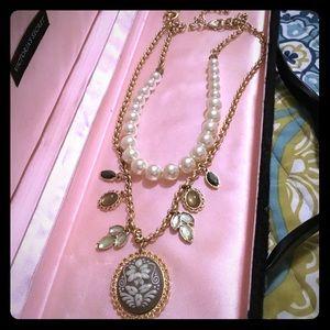 Lia Sophia convertible cameo and pearl necklace